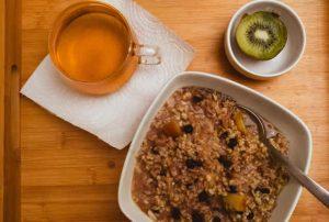 Breakfast meditation, Oatmeal tea and a kiwi in the photo